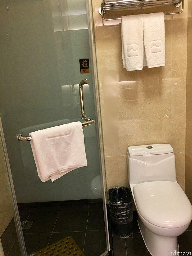 バスタブはないので、シャワーのみです。