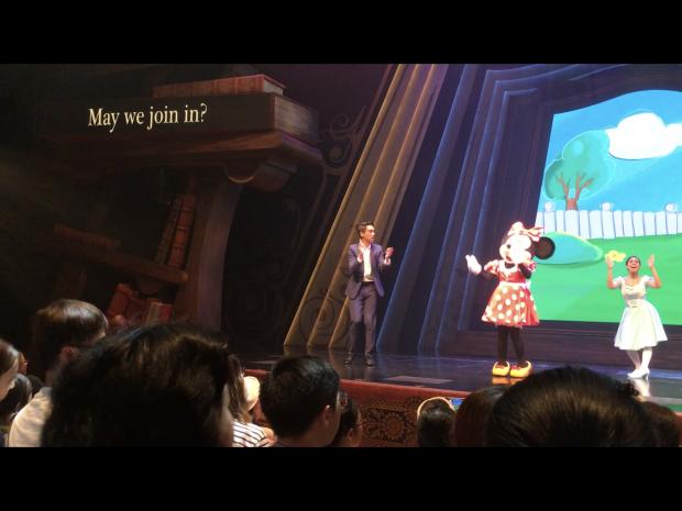 ミッキー&ミニーは広東語で話しますが、両脇に字幕が出るので何を言っているかは分かります