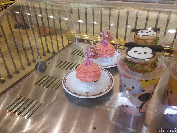 香港はツムツムが盛んでした。オーロラ姫モチーフのケーキも!