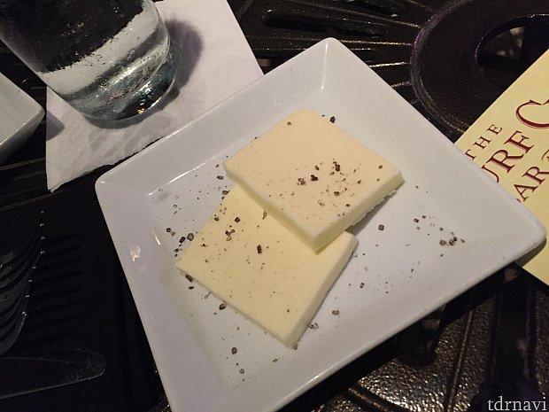 このバターと天然塩でいただくと本当に美味しいんです!