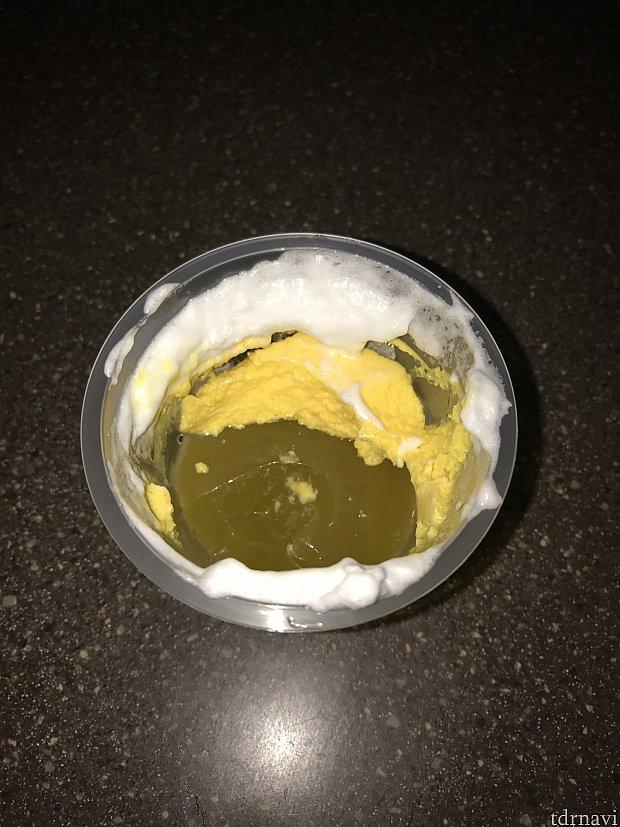汚くて、暗くてごめんなさい。夏みかんのカップデザートはこんな感じで三層になっています。
