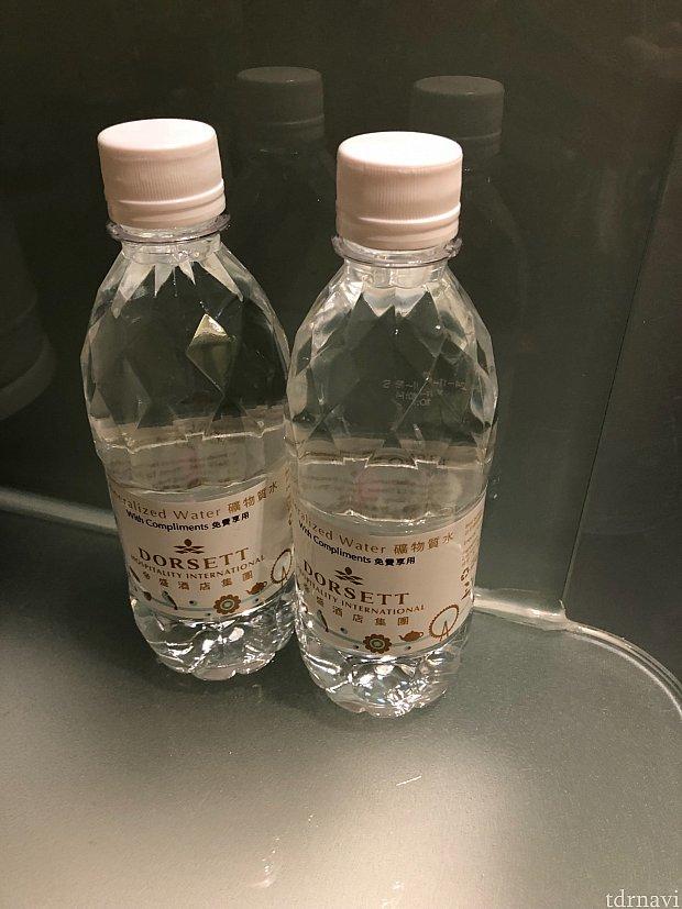 無料の水です♪冷蔵庫の中の水は有料でした。