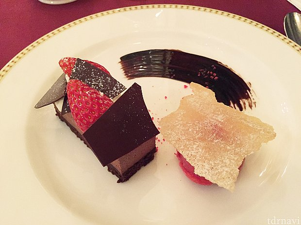 本日のデザート(チョコレートケーキとシャーベット)