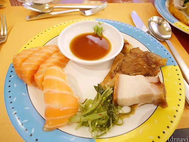 サーモン以外のお刺身やお寿司もありました❗