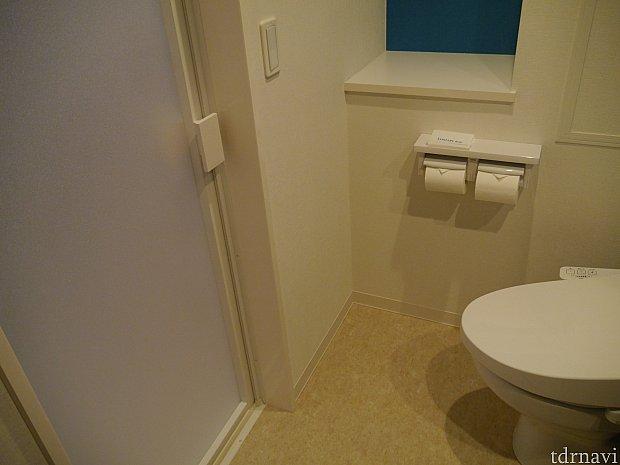 トイレの目の前の扉がお風呂です!