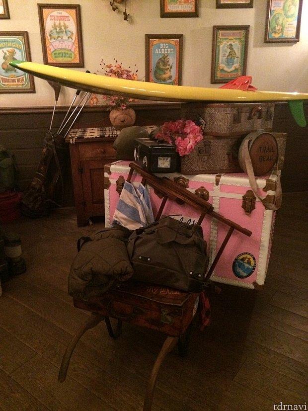 入り口にはバケーション帰りのクマさんたちの荷物が!