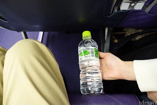 シート間隔はペットボトル(500ml)よりもちょっと広い感じ。