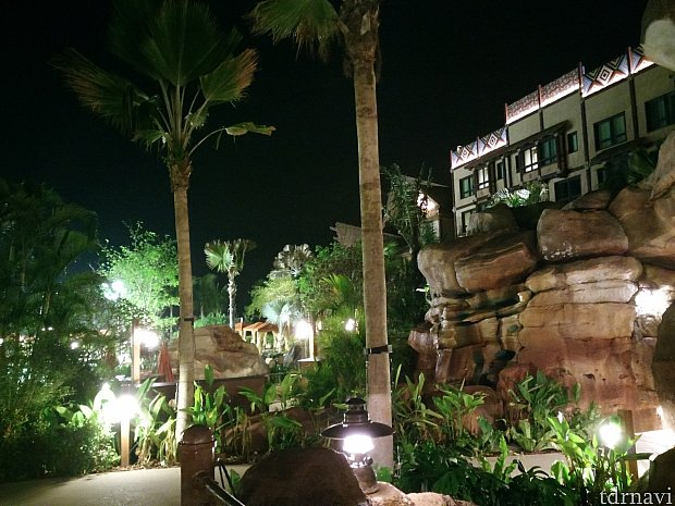 夜の庭園より