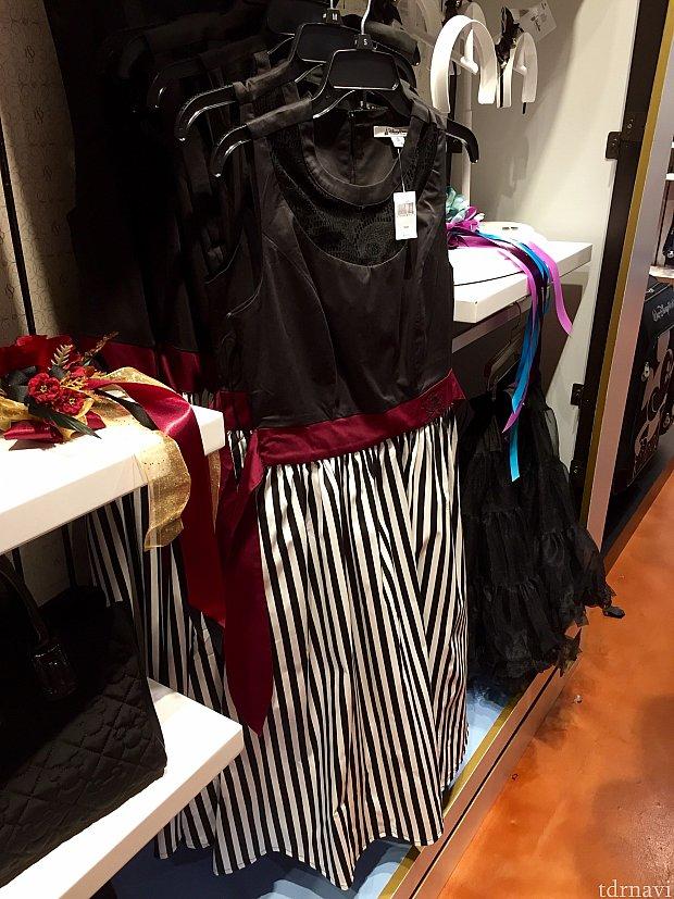 お次は「カリブの海賊」。残念ながらこのドレスのマネキンはありませんでした。全体像のシルエットがわかりにくいですよね。