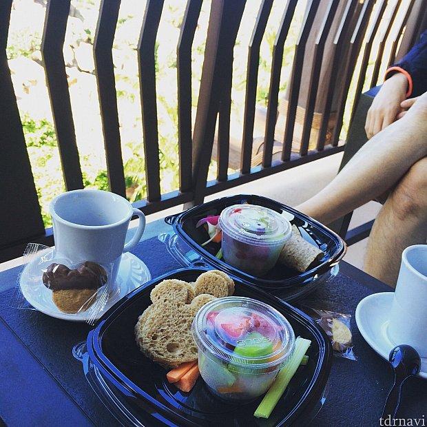 マカヒキから聞こえるミュージックを聴きながらテラスで朝食(^∇^)