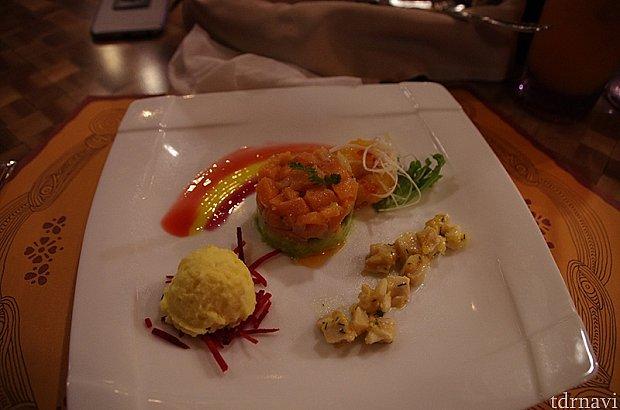 前菜。ソースで虹が描いてあります!