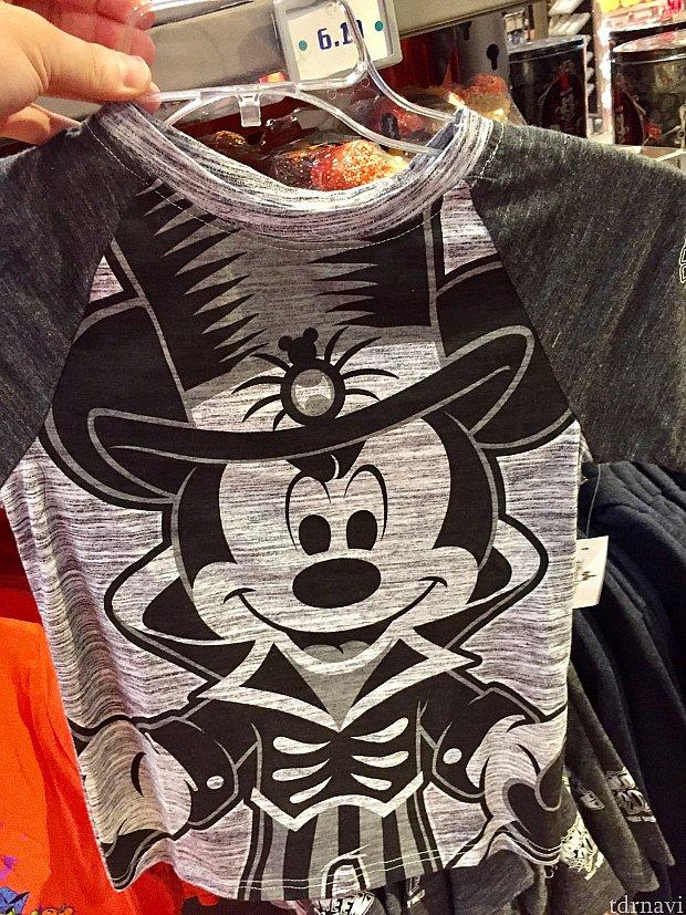 まずはハロウィンミッキーTシャツから。価格は$21.99。