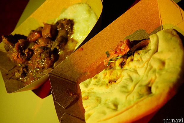 アフリカブースのビーフとバターチキンの料理。ビーフは結構スパイシーでした。バターチキンはどちらかと言うと、インド料理っぽかった印象です。