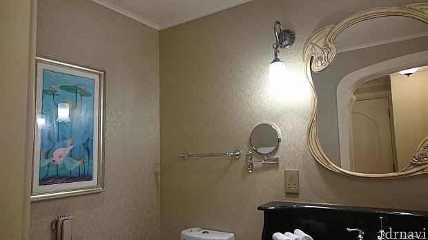 トイレに扉下さい浴槽は浅いしかもクラブレベルでシャワー浴びる場所と別れてないって(;_;)