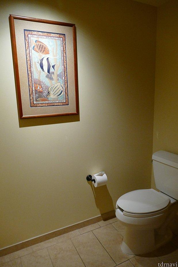 トイレも広い!絵画には隠れミッキーがいましたよ♪