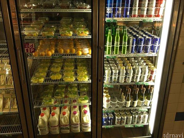 アルコール類やフルーツなど。左下がハーフガロン牛乳です。4ドル弱ぐらい