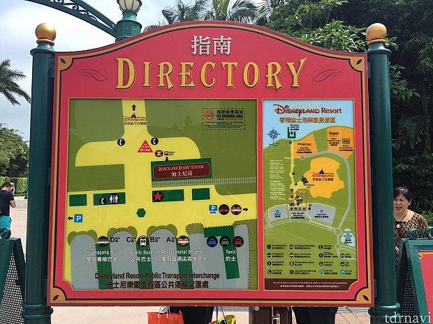ディズニーリゾートラインの駅を出ると案内板があります。