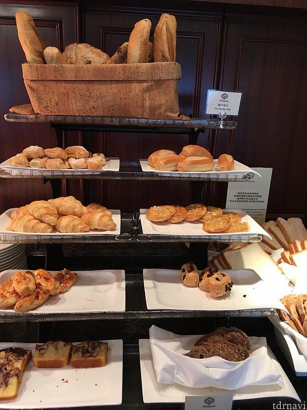 パンの種類も豊富でした