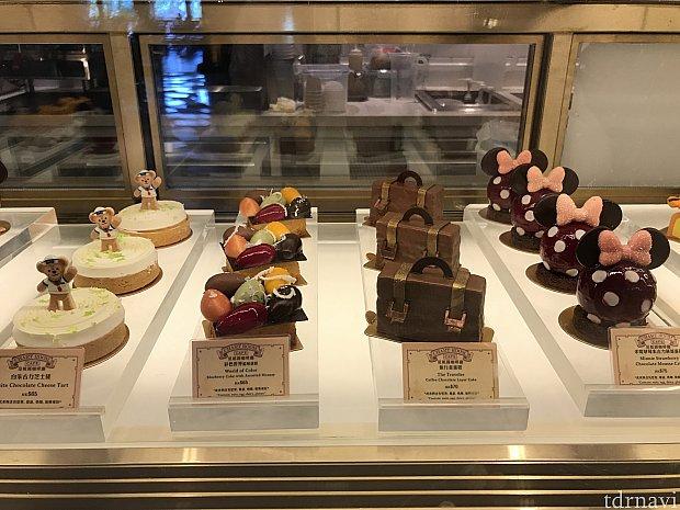 カバンの形のチョコケーキを注文。甘すぎない食べやすいケーキです!