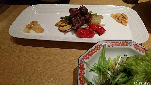 大人用鉄板焼き&サラダ※写真は二人分です
