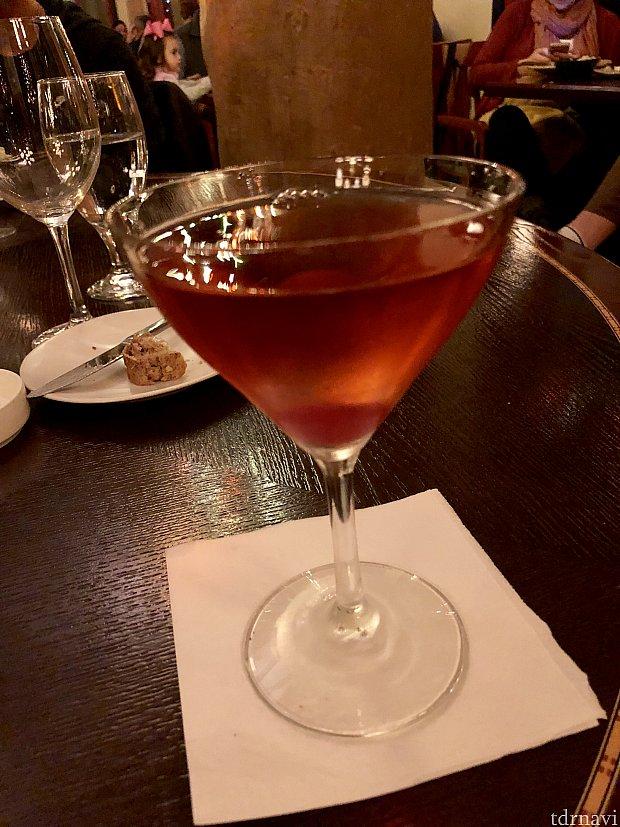 ワシントンアップル マルティーニ。甘くて、お酒の強いカクテル。