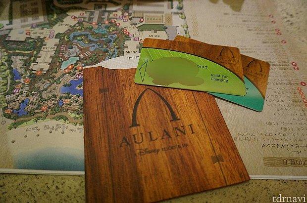 ルームキーにはそれぞれの名前が印字されます。また、チェックイン時にそれぞれクレジットカード情報を登録するためホテル内はこのカード1枚でお買い物がすべて済みます。