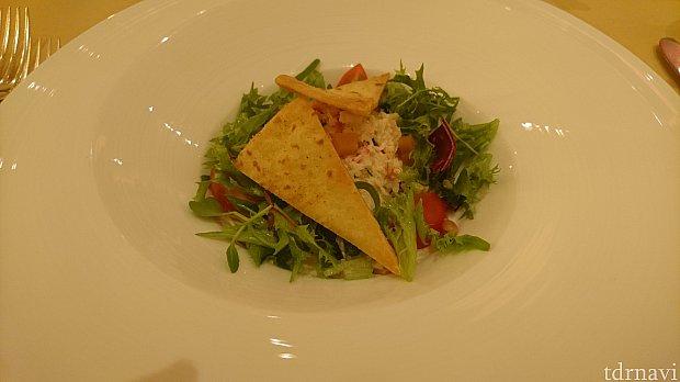 こちらは前菜のクラブミートとワカモレのサラダです。