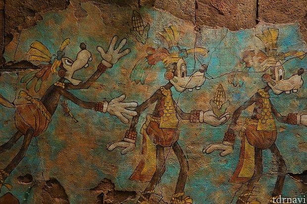 グーフィーに会える神殿調査サイトの真裏 ミッキー達に会う出口もココを通ります! こちらもご先祖様!?