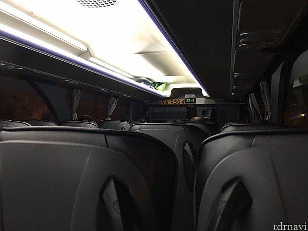 23時半過ぎの乗車だったからか車内はガラガラです。僕の他は全員ホテルキャストさん達かな?