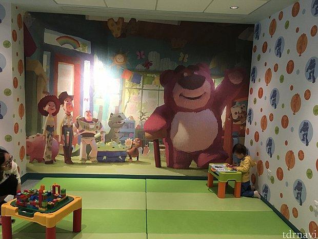 お子さんが遊べるプレイルーム。ブロックやお絵かきができるようです