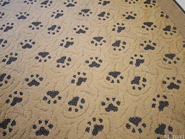 床には足跡が🐾
