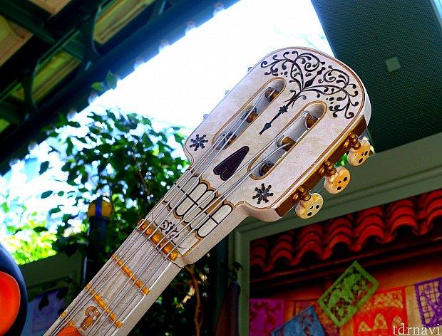 ギターのディテールも細かい