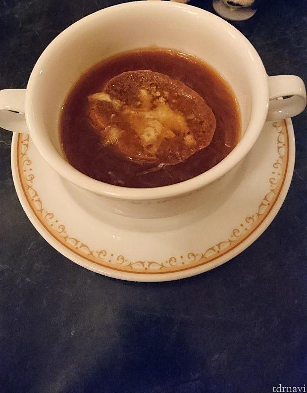 オニオンスープ チーズ風味のバゲットを添えて