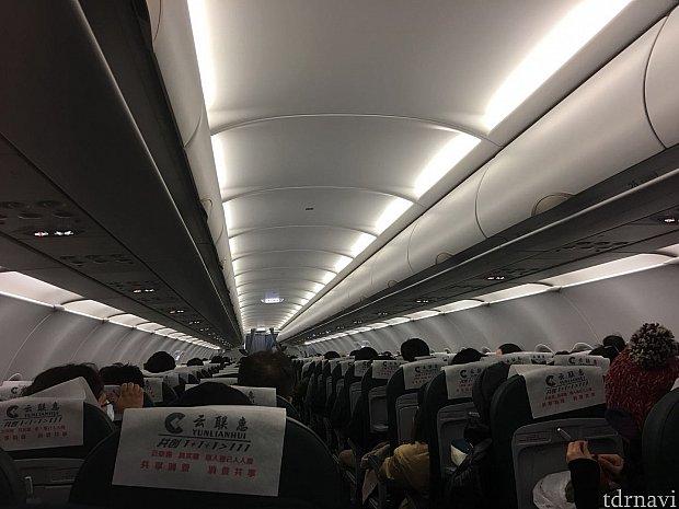 深夜のフライトということもあって機内は終始静かでした。