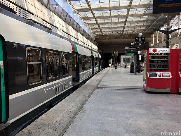 ここの駅が始発です。ダウンタウンまでの所要時間は45分でした。