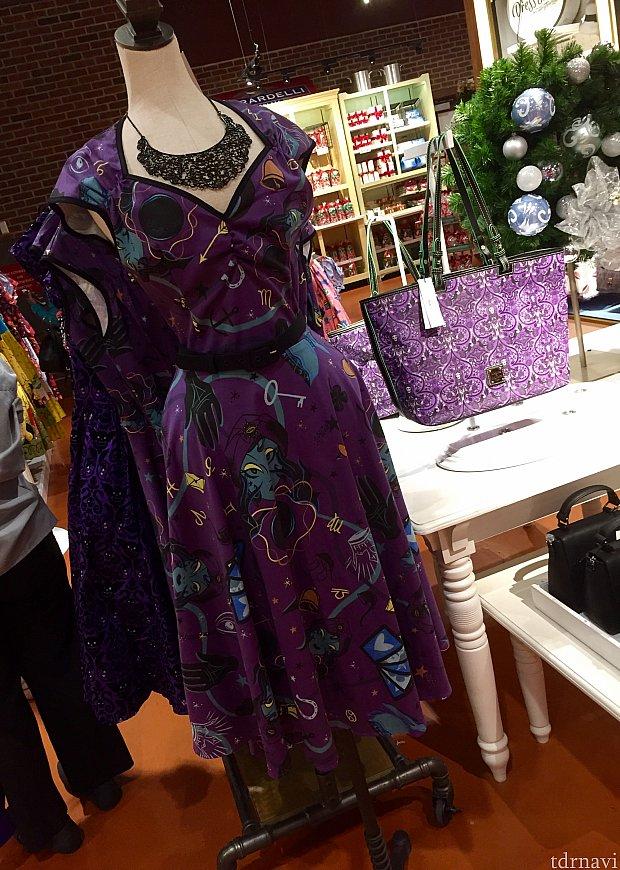 もう一つホーンテッドマンションのドレスがあります。マダムレオタがテーマの紫のドレス。