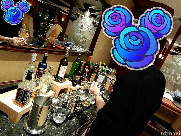 お酒は、セルフサービスでカクテルも作れます!もちろん頼めば入れてもらえます