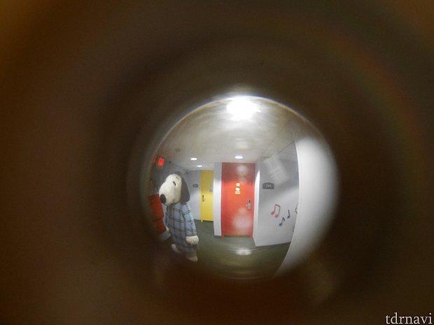 【パジャマスヌーピー】 ソワソワ覗き穴から確認しながら待ってました!おっとうとう隣りの部屋にスヌーピーが😆
