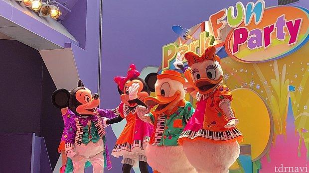 登場キャラはミッキー、ミニー、グーフィー、ドナルド、デイジーです。