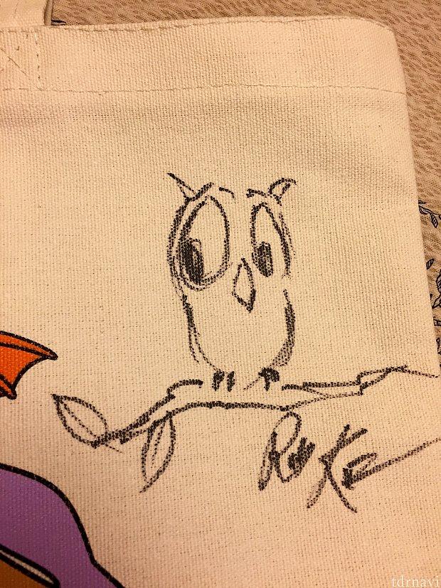 彼にはディズニーキャラクターではなく、彼のオリジナルキャラクターでもあるフクロウを描いていただきました。
