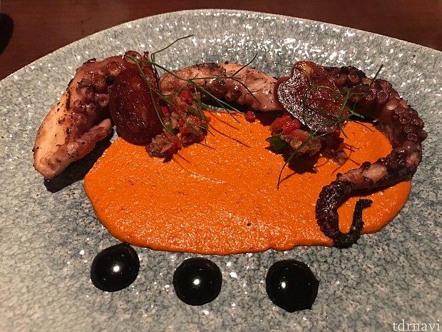 前菜のCharred Octopus。食欲が増します。
