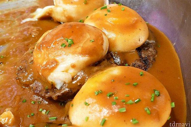 ロコモコ(≧▽≦)たまごとハンバーグの間にご飯が入っている一口サイズのロコモコです♪