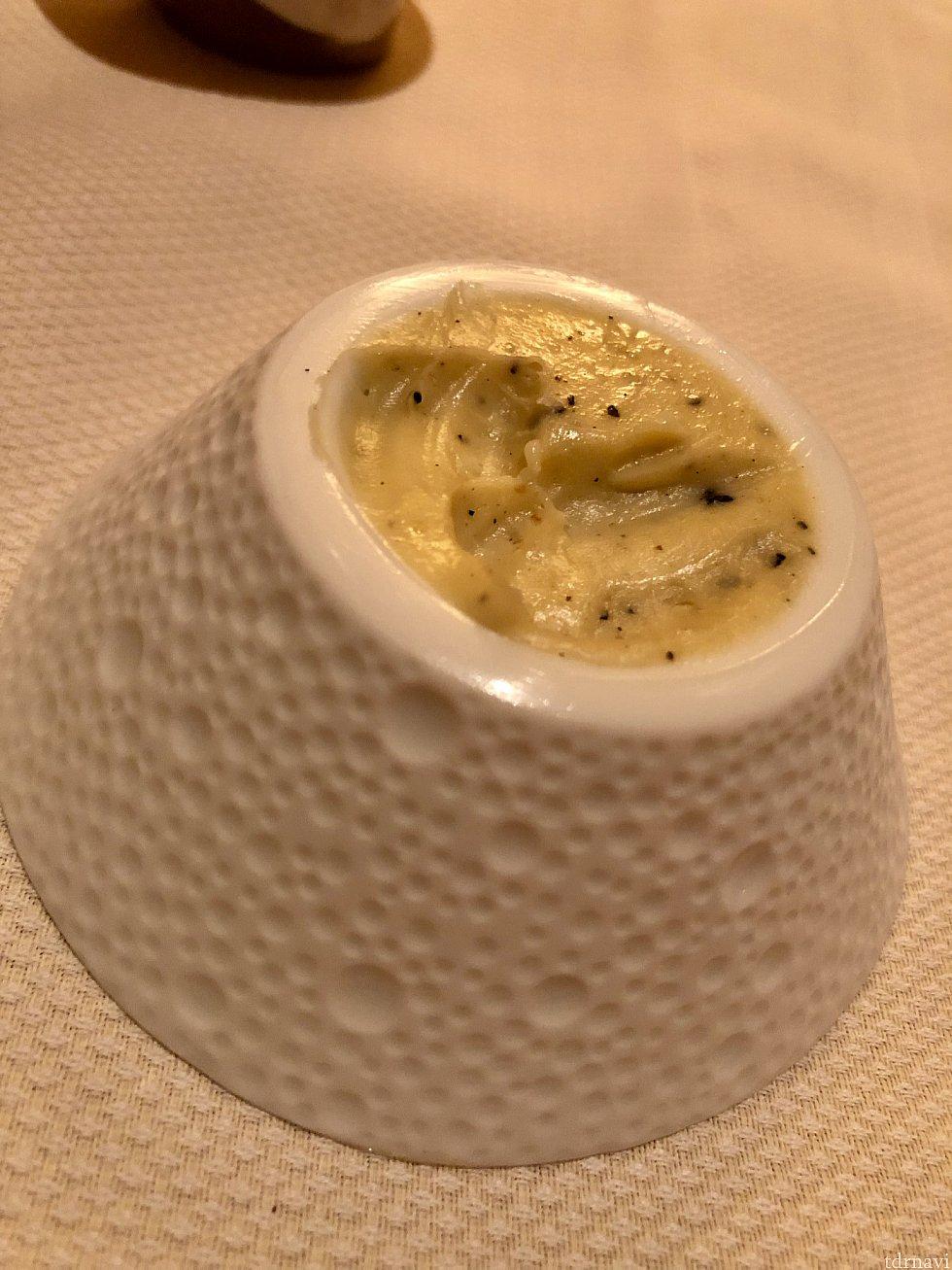 バターもトリュフ入りなので、トリュフの香りが口の中に広がります。