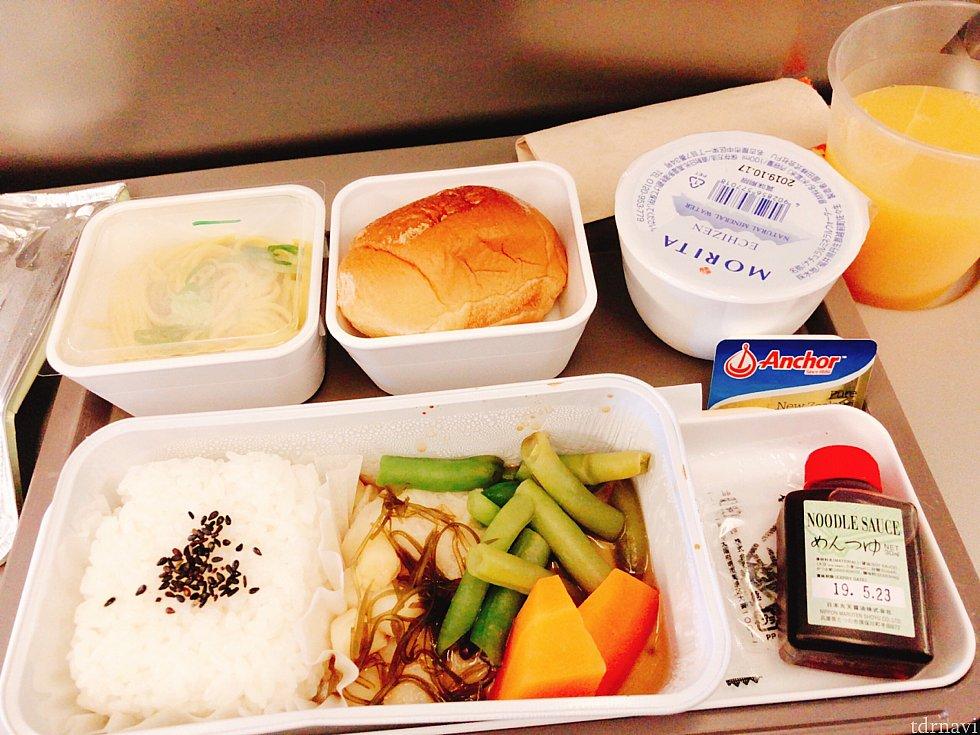 行きの機内食 シーフード