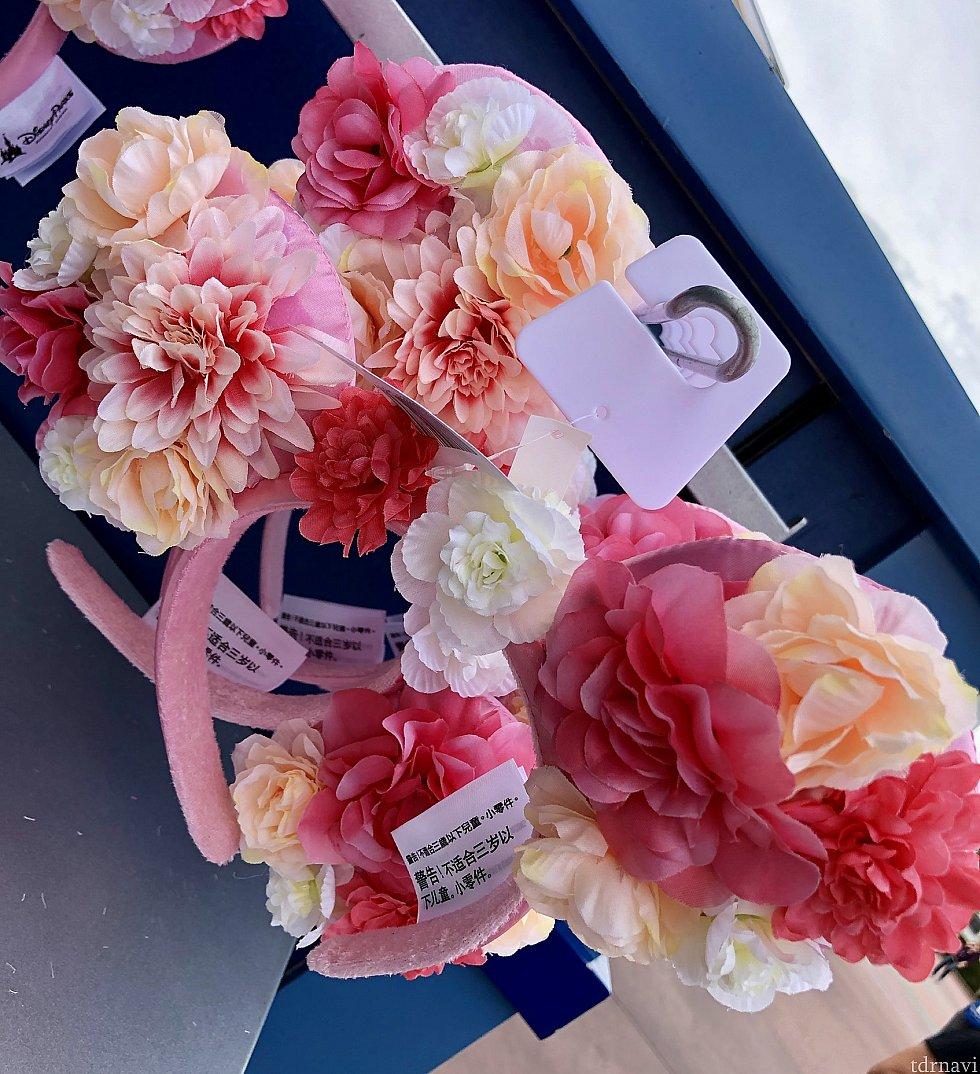 こちらの満開のお花カチューシャは$27.99。