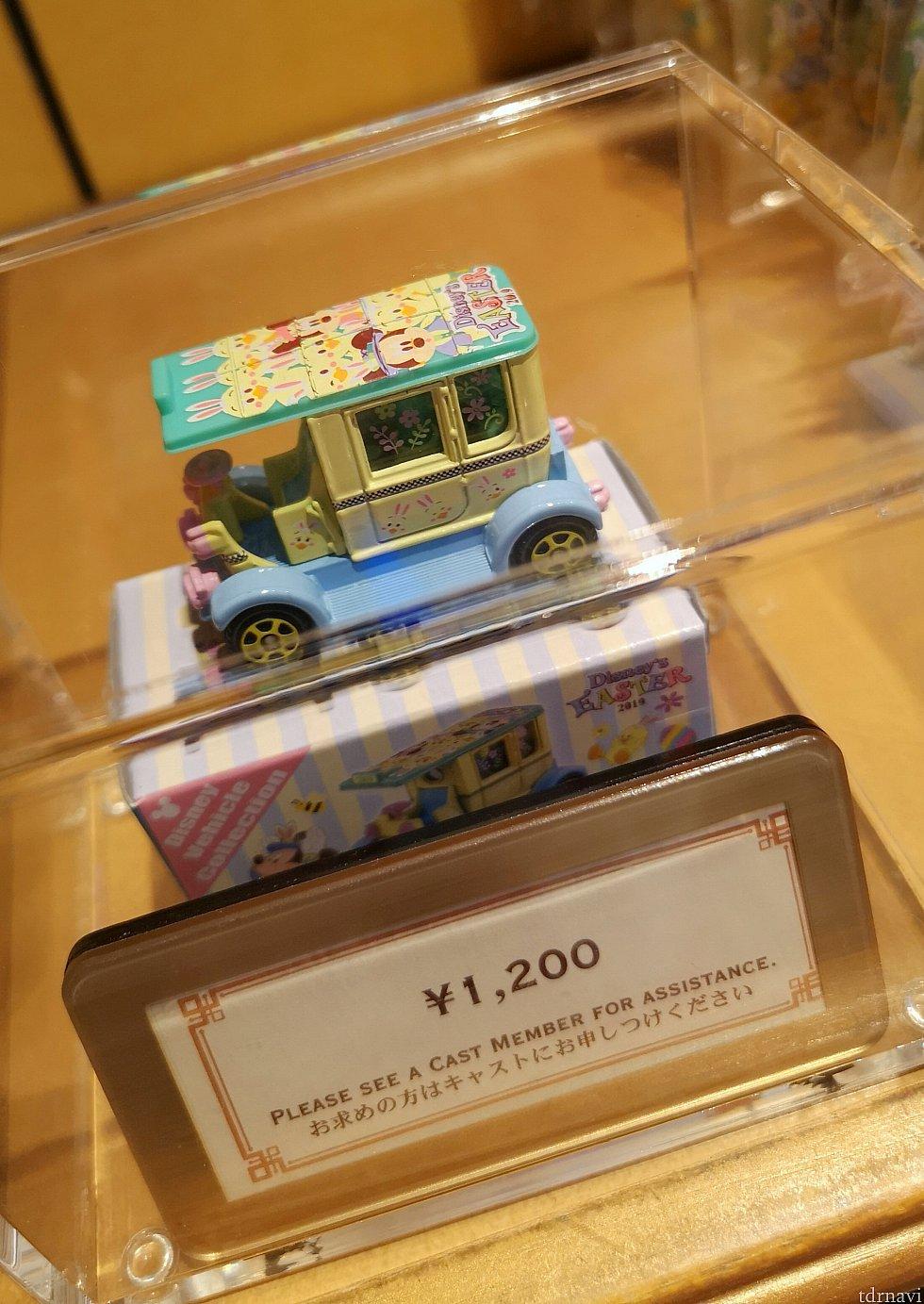 トミカ、1,200円。今回のトミカもかわいいですね!うさぴよちゃんがたくさん描かれています!!