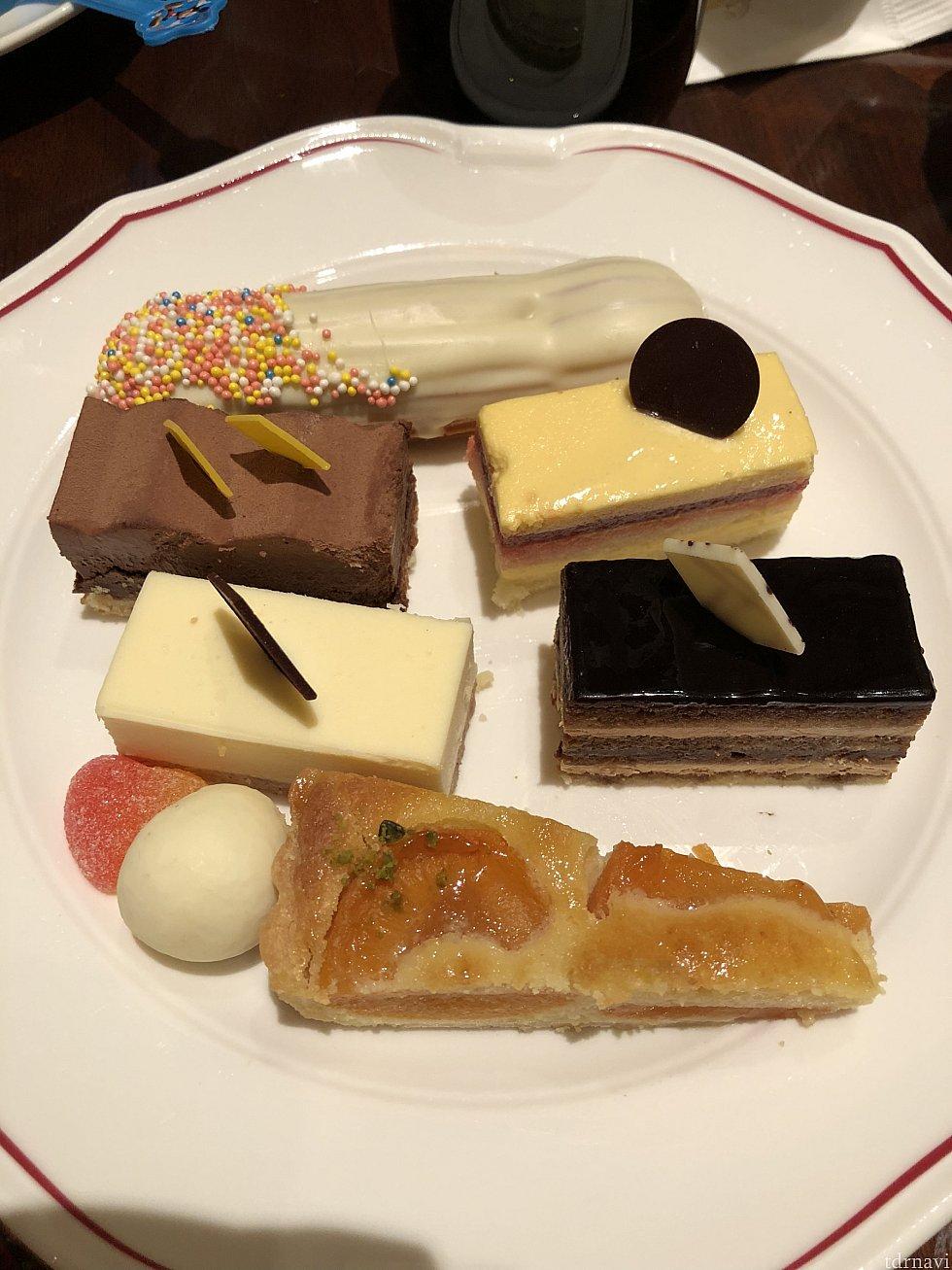 ケーキはチョコレート系が美味しかったです(単に好みの問題かも(笑)