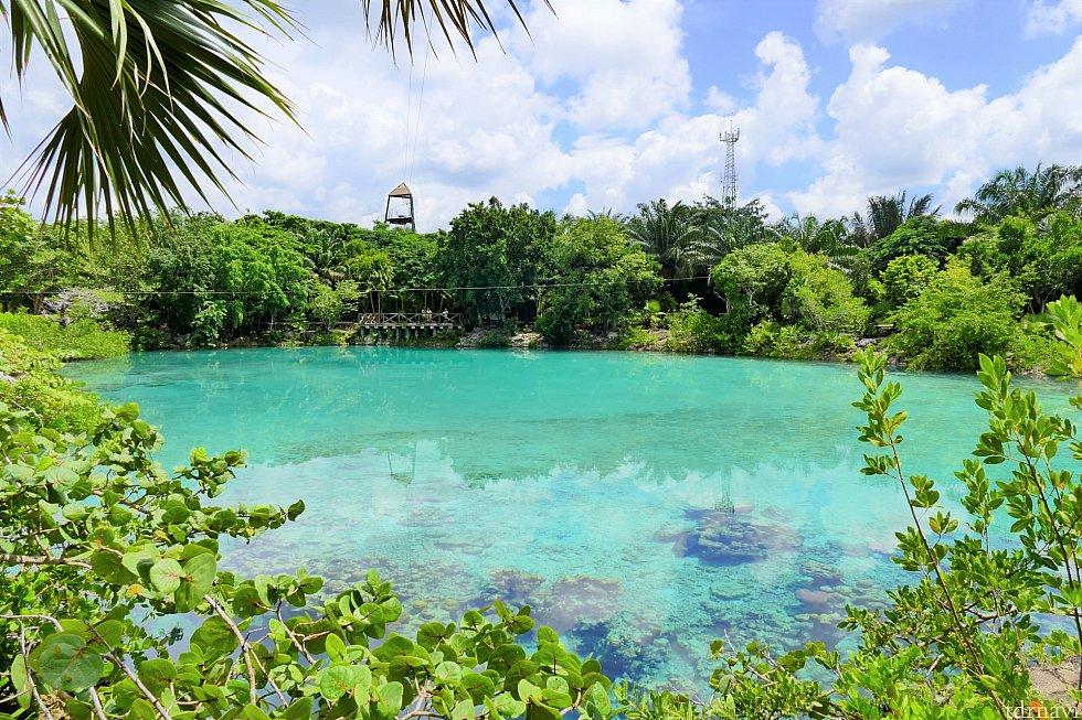 公園内にある湖(?)です。すごく透明度が高くてキレイですが、泳ぐことはできません。写真の中央に写っているやぐらみたいな所から、ロープで対岸に渡るアトラクションがあります!(語彙力なくてすみません…)