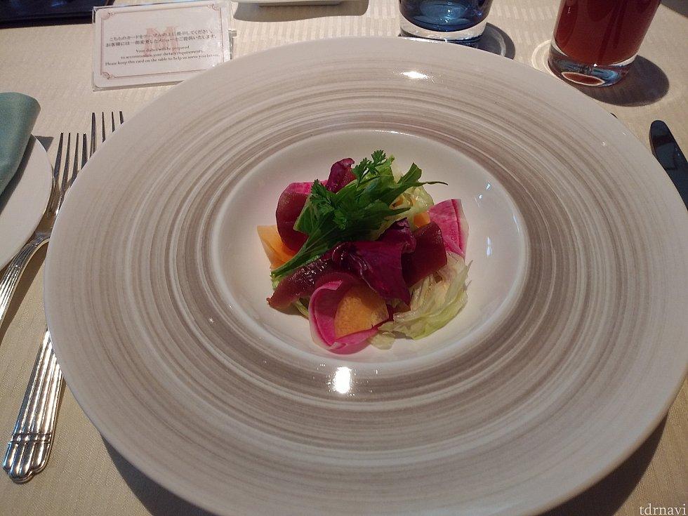 前菜:鮪のマリネと彩り野菜のサラダ バルサミコソースでいただきました☆