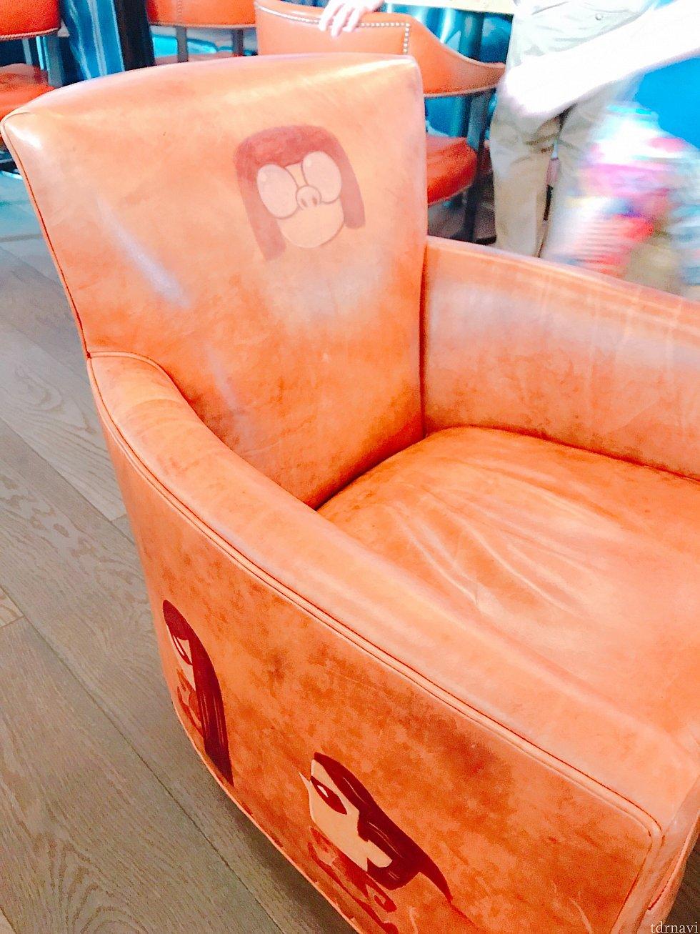 座るときにテンションMAXエドナのソファー
